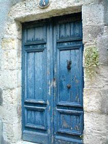 le bleu d'une porte