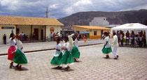 Tanzaufführung in Salinas, einer Stadt im El Chota Tal