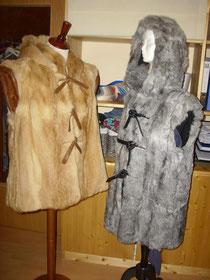 Pelzwesten mit Kapuzen und Lederverschlüssen