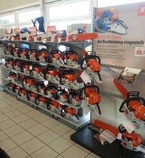 Stihl liefert eine große Auswahl an Kettensägen mit Bezinmotor, Elektromotor oder mit Akku. Martin Maschinenvertrieb Gmbh hat den Anspruch die Geräte größtenteils ab Lager dem Kunden mitzugeben.