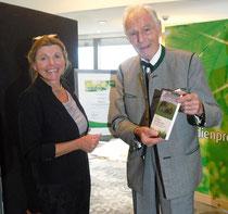 Verleihung Salus-Preis an Anita Idel durch den Stifter Otto Greither (Foto: Christa Thomas)