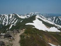 大朝日岳山頂より縦走路
