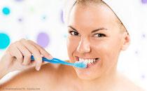 Sie erhalten individuelle und konkrete Mundpflege-Empfehlungen von uns. (© milanmarkovic78 - Fotolia.com)