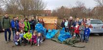 Engagierte Bürgerinnen und Bürger reinigen die Hochheimer Gemarkung