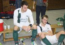 """Fünf Minuten mussten """"Bene"""" Faustmann (links) und Markus Bäder nach der Niederlage zittern, bis der für Limburg positive Endstand aus Bad Dürkheim übermittelt wurde.Foto: Klöppel"""