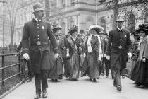 Schon im 19. Jh. kämpfen Frauen um politische Rechte, v.a. das Wahlrecht