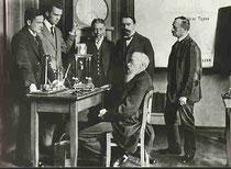 Wilhelm Wundt in seinem Labor (Zirka 1880)