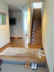 奏の会ピアノ教室 小松教室の玄関すぐの階段