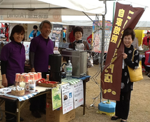 渡部夫妻と金村紀子先生(右端)