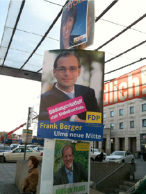 Wahlplakate am Hauptbahnhof