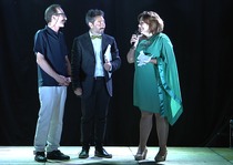 Elisa Martorana consegna il premio alla legalità al giornalista Pino Maniaci