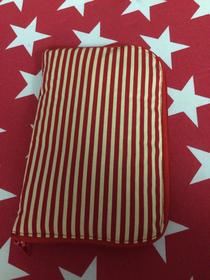 Eine Tasche / Buchhülle ca. 23x15 cm