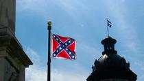 La bandira sudista davanti allo State House di Columbia (Foto di EyeLiam su Flickr)