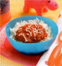 Riz avec de la sauce au poivron doux