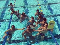 水泳部のメンバーと
