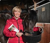 LR est partenaire officiel de Ingrid Klimke cavalière internationale championne du monde et olympique. Elle est très satisfaite pour ses chevaux de l'utilisation de nos compléments PROfessionnal!