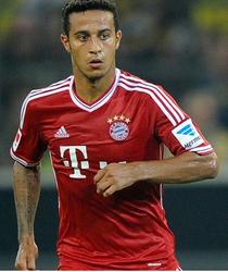 Bild dpa / Bayerns Thiago: Sein Einsatz gegen Gladbach ist ungewiss