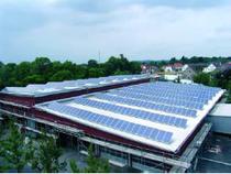 Photovoltaikanlage auf dem Dach der Fahrzeughalle der Stadtwerke Lemgo