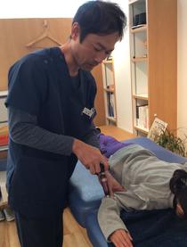 低刺激で安全な施術で子供のテニス肘(外側上顆炎症)にも最適です