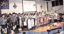 Leszek Zebura (r.), der Dirigent der Musikkapelle Grainau, beim gemeinsamen Spiel mit dem Tambourkorps Golkrath. Die Gäste aus dem Zugspitzdorf weilten ein Wochenende lang in Golkrath. Das Konzert war der Höhepunkt des Besuches.