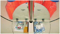 津波シェルター「ヒカリ」床下に非常食や保存水や携帯トイレを保管