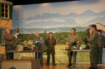 "MCR-Theatergruppe im Stück ""Gusti, Ruhn!"""