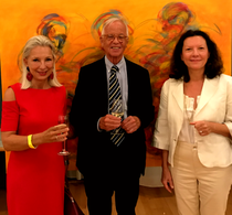 With former federal minister Werner Fasslabend and his wife in front of the painting 'Survival of Mankind'