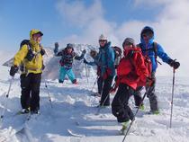 三田原山山頂 バックは荒々らしい岩峰の妙高山