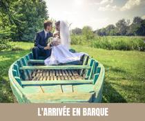 A chaque semaine, son moyen de transport original pour les mariés ! Barque