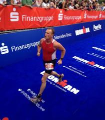 Jasper Rittner beim Finish der Mitteldistanz in Wiesbaden.