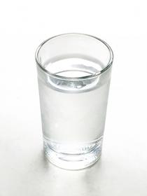 睡眠中にかく汗はコップ1杯ほど