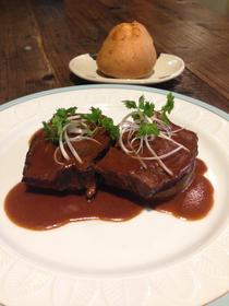 ヒドリ食堂牛ホホ肉の赤ワイン煮