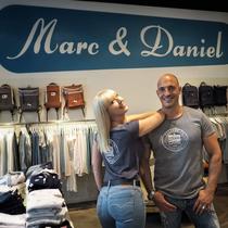 Unser Shirt bekommt ihr exclusiv nur bei Marc&Daniel, Überseeboulevard 2 in 20457 Hamburg