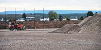Unterbau und Versickerungsanlage für das neue Sportzentrum des SV Breinig sind bereits fertiggestellt. Als nächstes soll das Flutlicht kommen, dann der Kunstrasen. Foto: L. Franzen