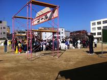 小林小学校校庭で。マラソン前の集合。
