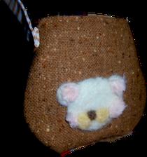 羊毛ししゅうで小さいバック作りました、がま口でもかわいいですね、白くまです(*´∀`)