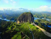 Felsen El Penol am Stausee Guatape - Kolumbien