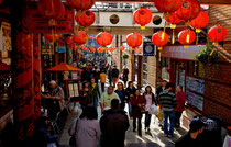 The Arcadian Centre at Chinese New Year 2008. Image by orangejon.com on flikr reusable under Creative Commons Licence Attribution-Non-Commercial 2.0 Generic. See Acknowledgements for a link to the flikr website.