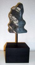 Wili  2011; Speckstein dunkel; BxH  11x18 cm H mit Sockel 34 cm