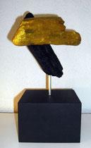 Holzig  2011; Schwemmholz in schwarz und gold; BxH  15x15 cm  H mit Sockel 28 cm
