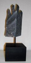 Zackig  2011; Speckstein dunkel; BxH  10x20 cm H mit Sockel 35 cm