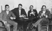 Springold 1931 del Trofeo Asbury Park (mas tarde cambio el nombre por Spingold) fueron Oswald Jacoby, P. Hal Sims, Willard Karn y David Burnstine (Bruce).