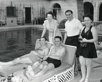 Charles Goren und Sidney Silodor am Pool 1950 Bermuda Bowl