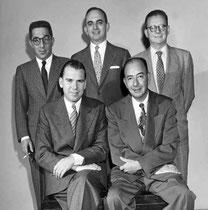 Springold 945: (sentados) Theodore Lightner, Edward Hymes; (parados) Sam Fry, Oswald Jacoby, Howard Schenken