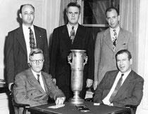 Spingold 945: (sentados) Theodore Lightner, Edward Hymes; (parados) Sam Fry, Oswald Jacoby, Howard Schenken