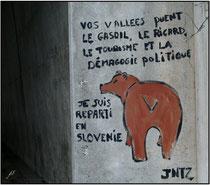 """Tag signé """"JNTZ"""" sur un pare avalanches en vallée d'Ossau - 64 ©JlS"""