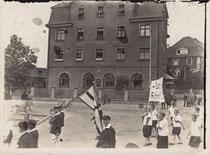 Aufmarsch des Schwimmclubs in Schweinfurt Ende 1920er?