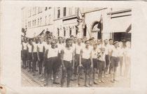 Aufmarsch des Schwimmcluns in Schweinfurt 1920er?