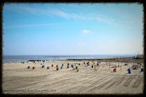 Die Strandkörbe stehen schon, die neue Saison kann beginnen