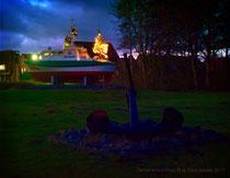 """Rettungsboot """"Eppe de Blom"""" mit Weihnachtsbaum in Dornumersiel"""